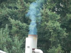 Die Rauchentwicklung an dieser Glykol-Regenerationsanlage weist auf eine Fehlfunktion und austretende, giftige Gase hin.