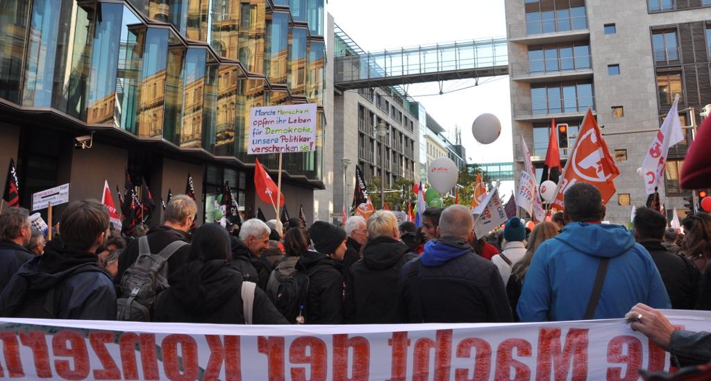 Klare Botschaft im Berliner Regierungsviertel: Stopp die Freihandelsabkommen!